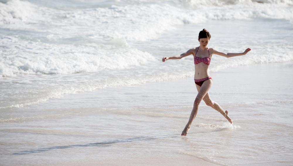 Evita coger kilos este verano bailando en la playa