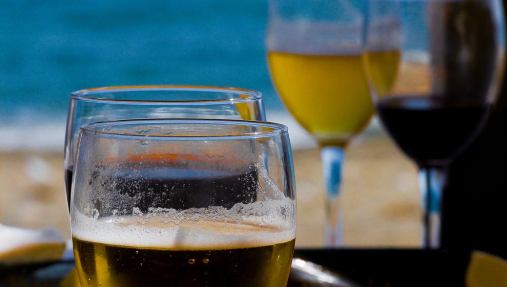 Cerveza, paella y chiringuito para el verano