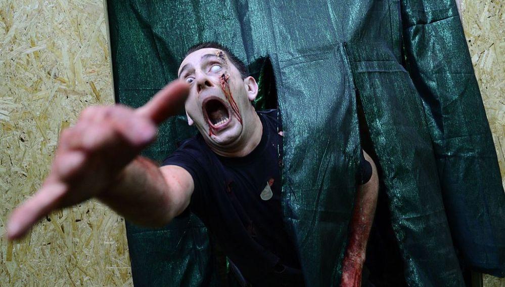 Un zombie en una carrera de zombies