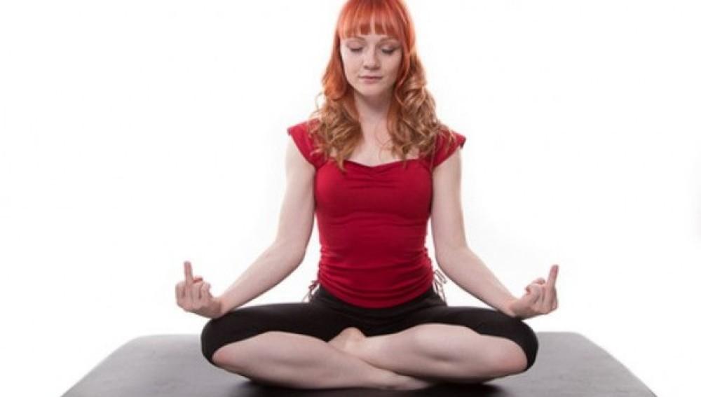 Hacer peinetas es un deber en Rage Yoga
