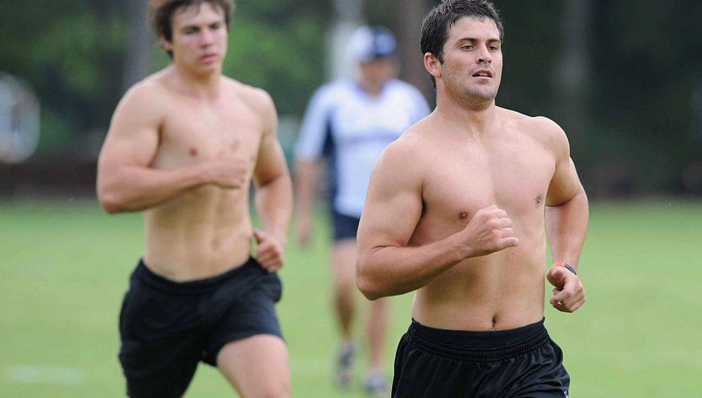 Corriendo sin camiseta