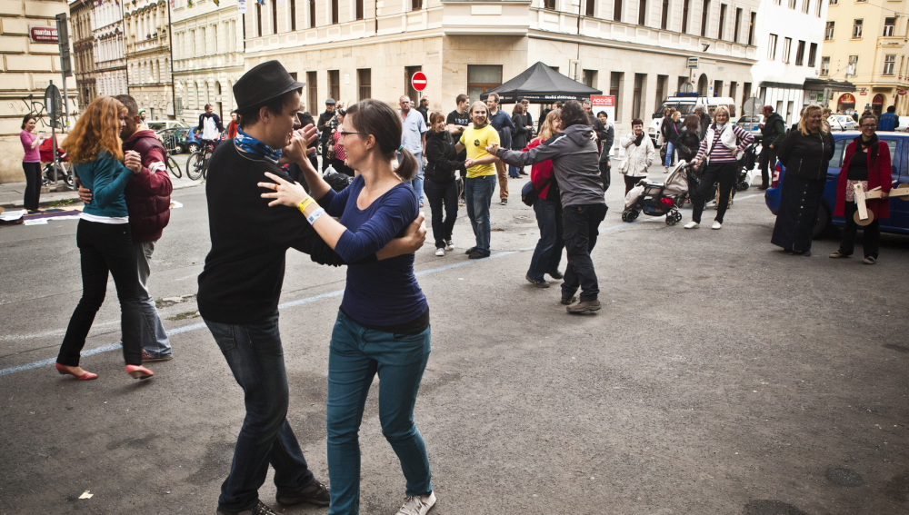 Diez preguntas típicas que le hacen a la gente que baila