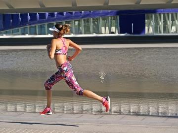 Una mujer corredora