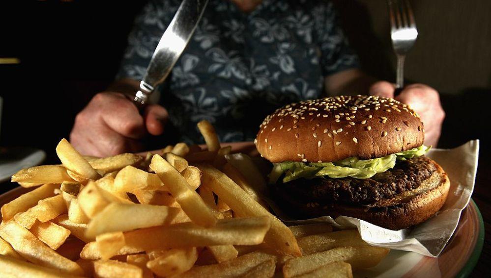 La comida basura te hace parecer más viejo (y te contamos por qué)