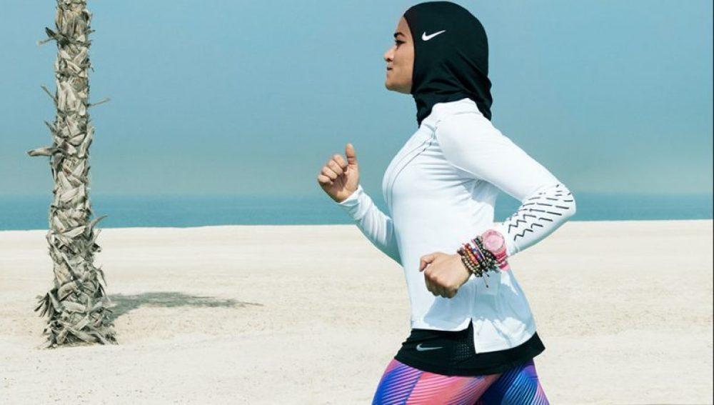 Nike lanza un hijab para mujeres deportistas