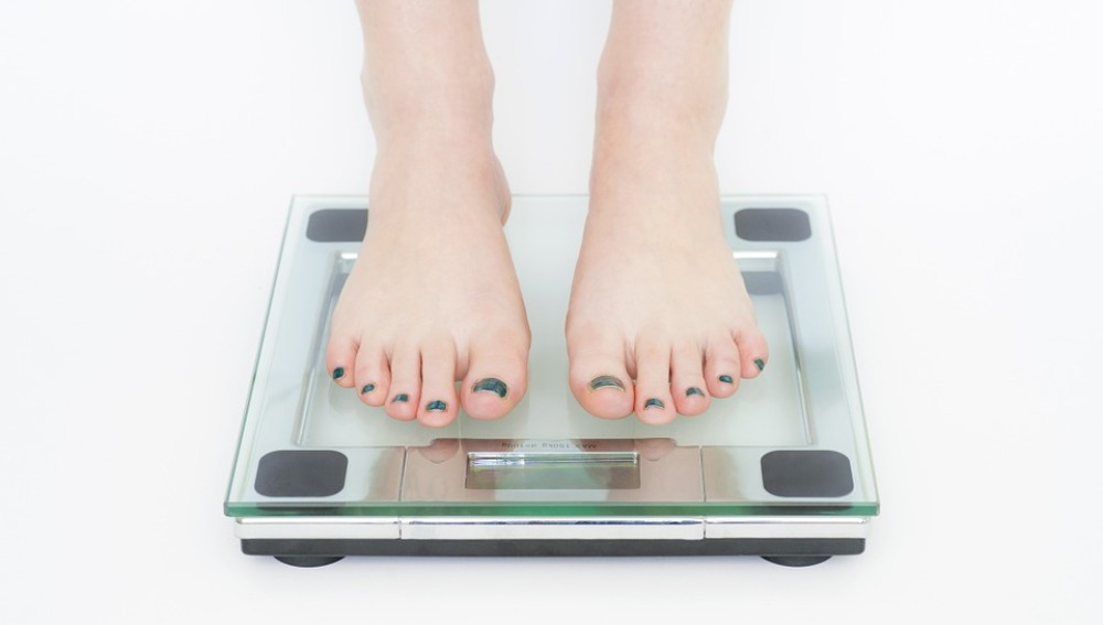 ¡Complejos fuera! Dejarte caer cada mañana en la báscula es una rutina de lo más saludable