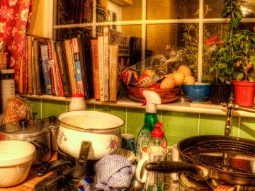 Una cocina muy desordenada