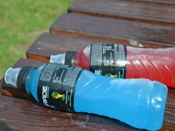 Las bebidas isotonicas se comercializan en una gran variedad de colores