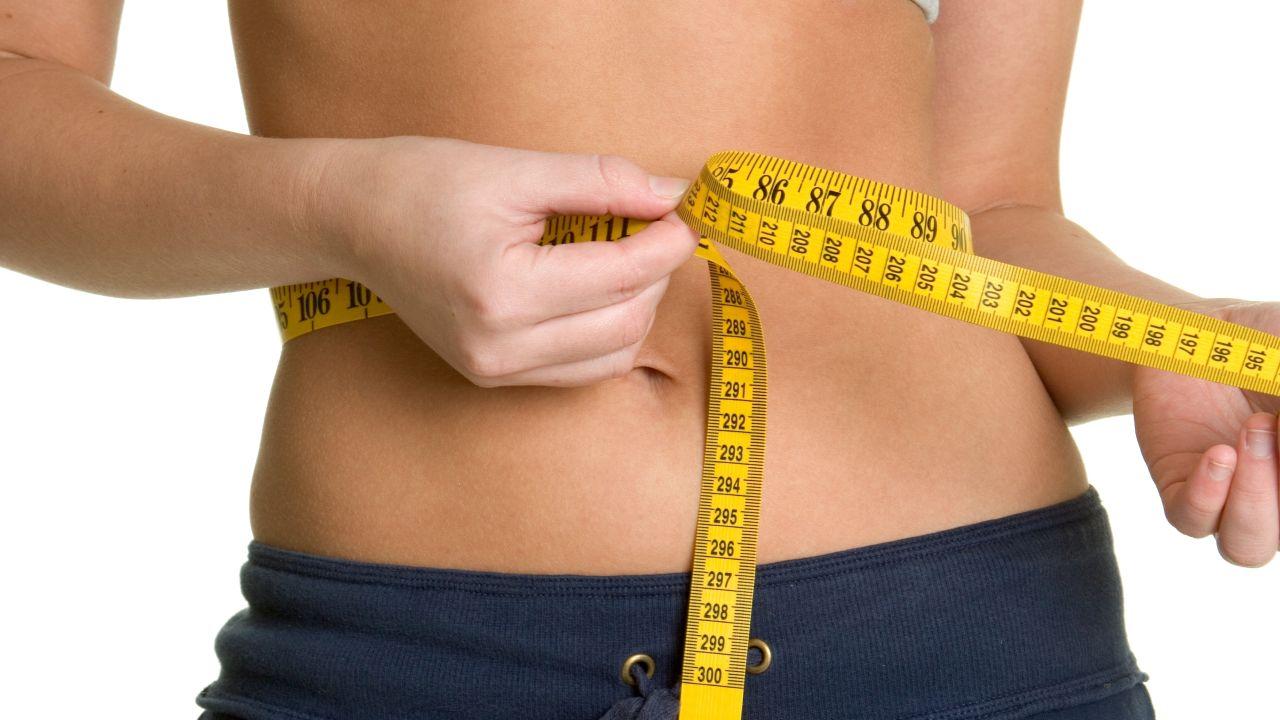 Cómo reducir el tamaño de la cintura para hombres