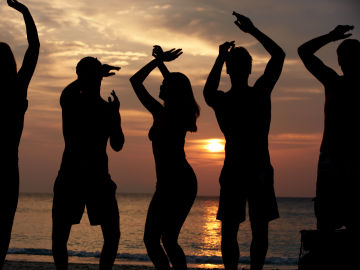 Conocer gente bailando es una realidad