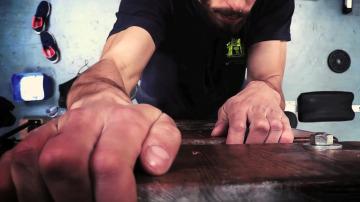 Bombero trabajando en los uñeros