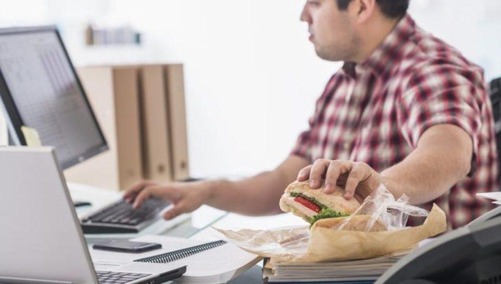Cómo calcular la cantidad de calorías de los alimentos si estás a dieta