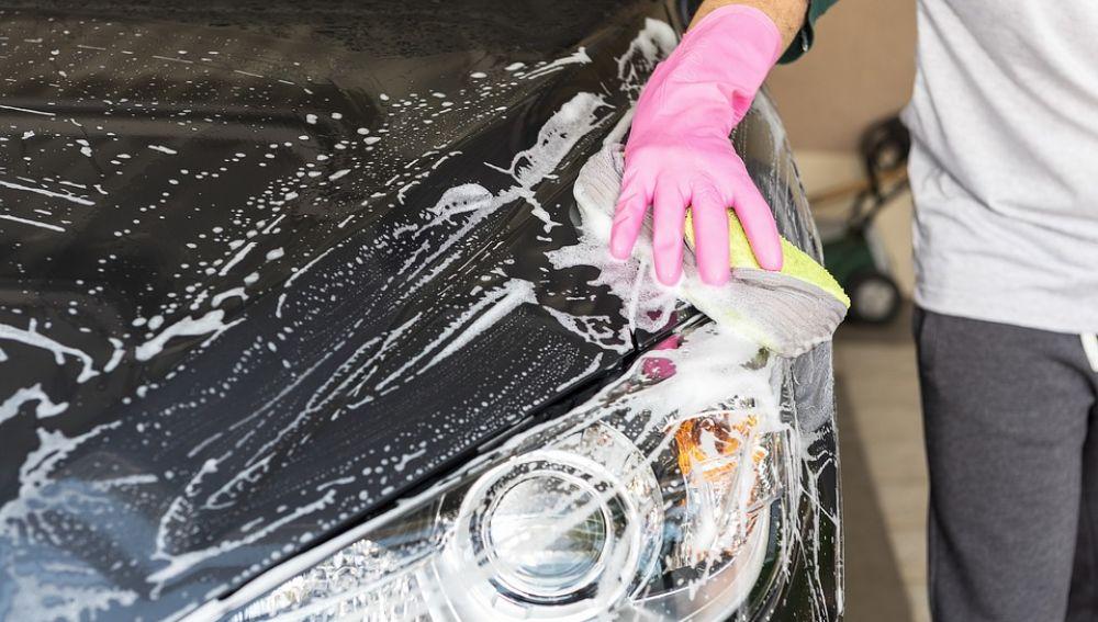 Lavar el coche quema calorías